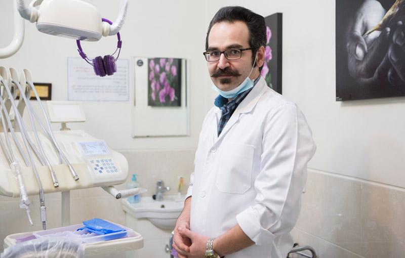 متخصص جراحی لثه و ایمپلنت دندان